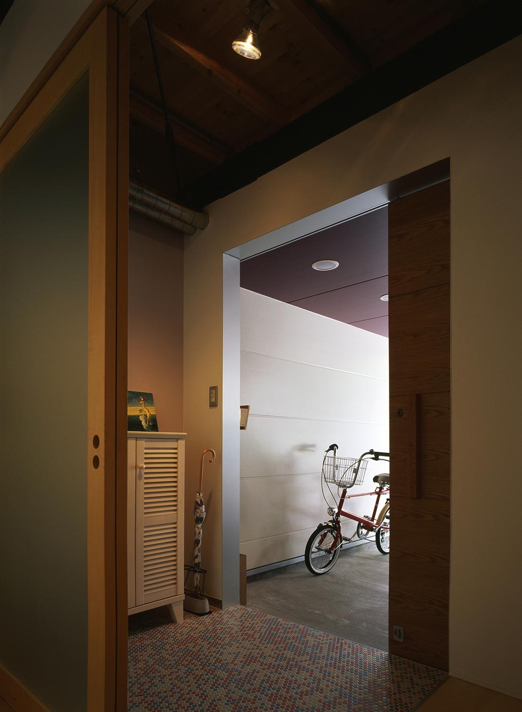 スキップフロアの住宅の玄関