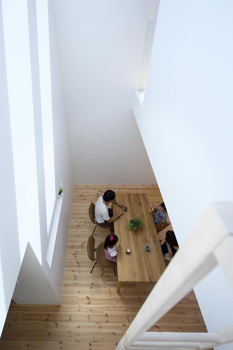 家族の気配を感じる家、木造3階