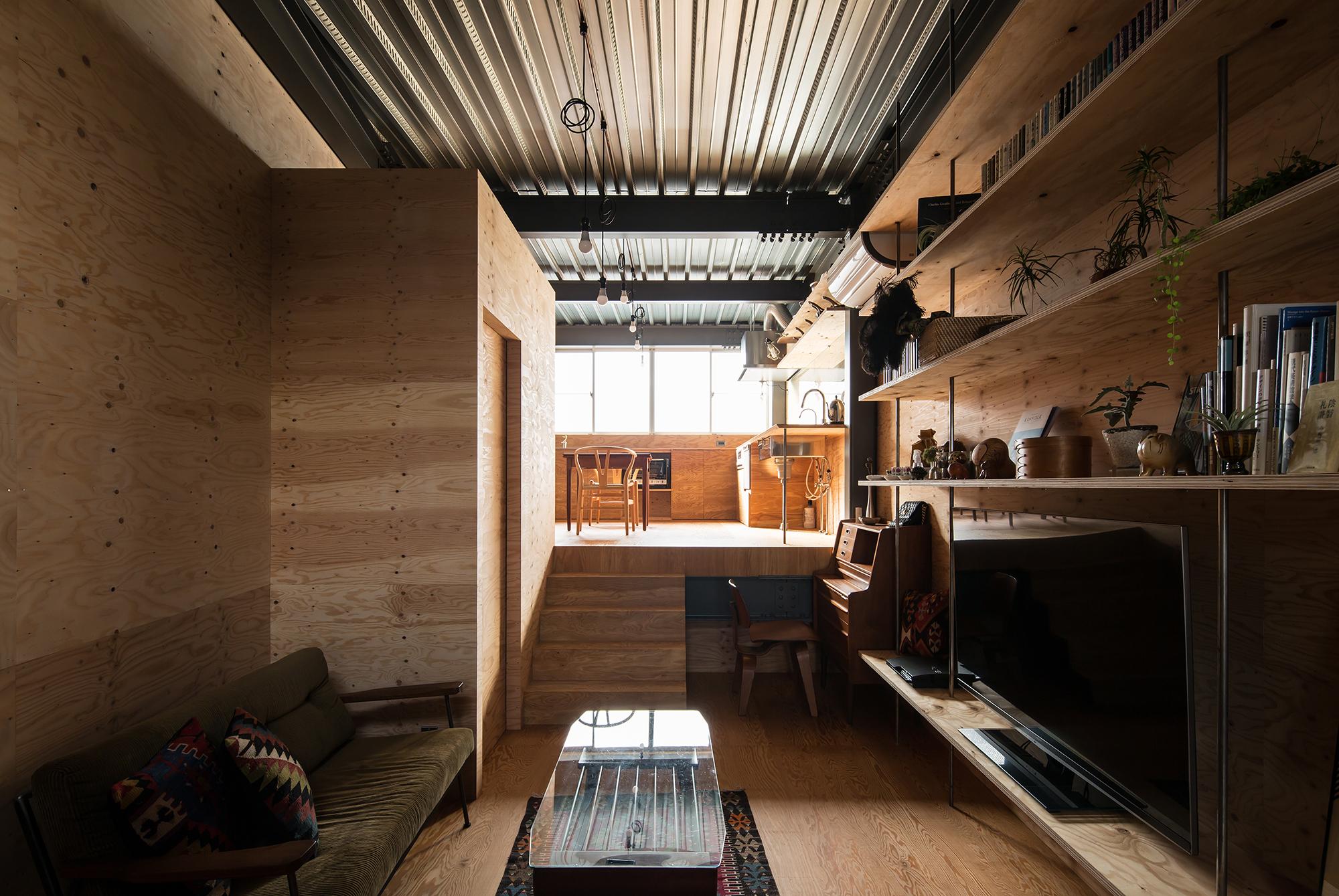 鉄とべニアの住宅リビング