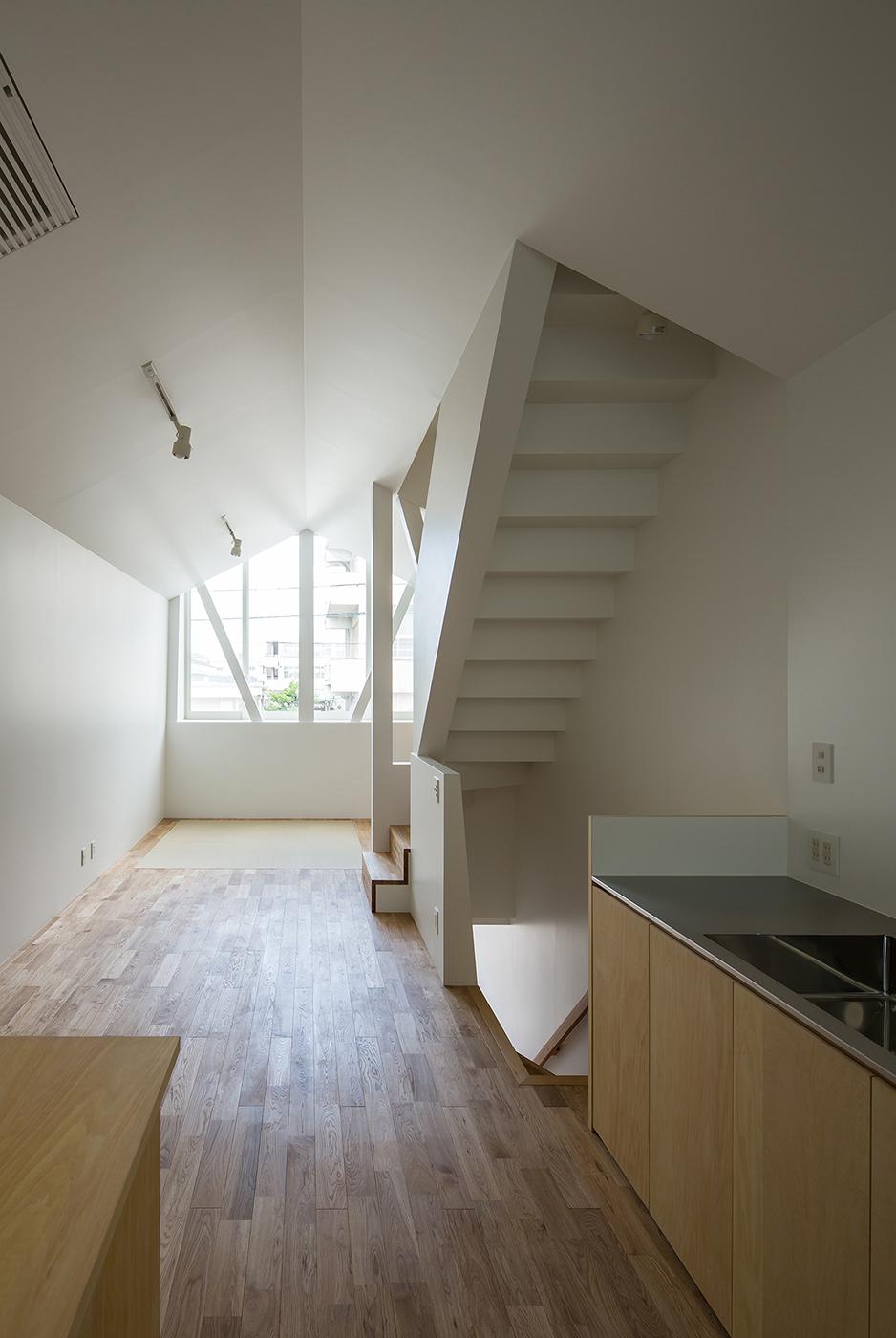 シンプルな白い住宅