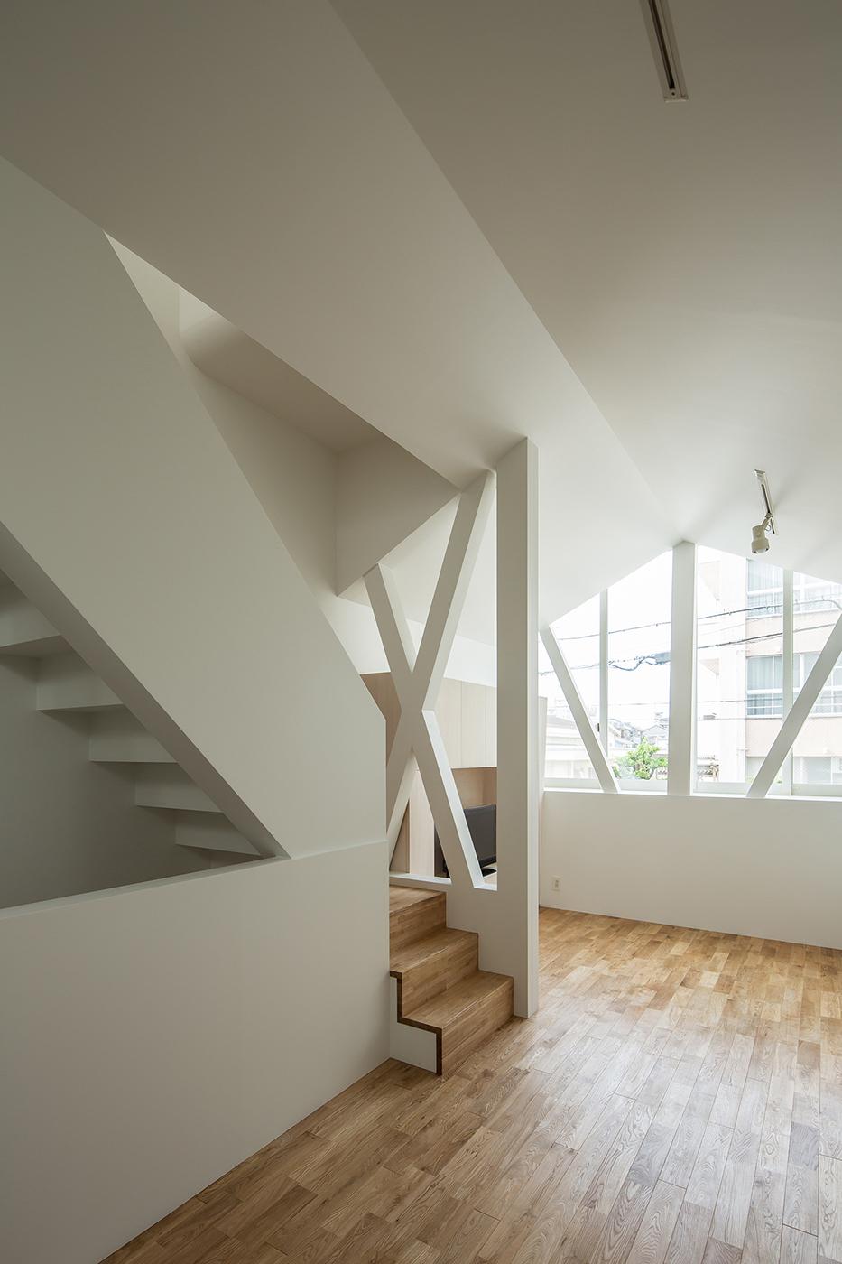シンプルな白い家