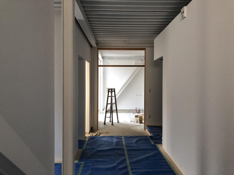 白1色|K新社屋[大阪市阿倍野区に建つ鉄骨3階建て事務所・倉庫が併設した工場]