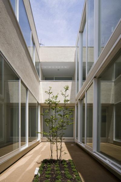中庭のある二世帯住宅、シンプル