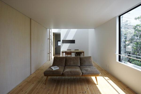 木造3階シンプルな住宅