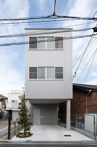 倉庫のような家