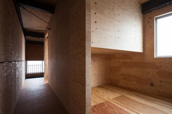 鉄とべニアでできた北欧家具が似合う倉庫のような家